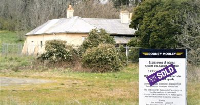 Macedon House has fallen into a state of disrepair, says Heritage Victoria.